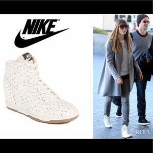 Lamer Melodrama triatlón  Best 25+ Deals for White Nike Wedge Sneaker | Poshmark